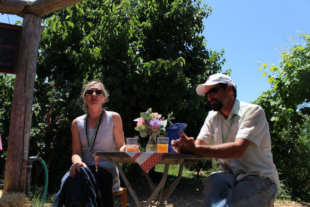 ディレクターのカイルと、ヘッド・ガーデンティーチャーのジェフ、談笑中